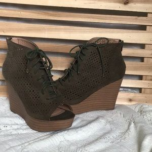 """NWOT✨Report """"Rio"""" Lace Up Peep Toe Wedges"""